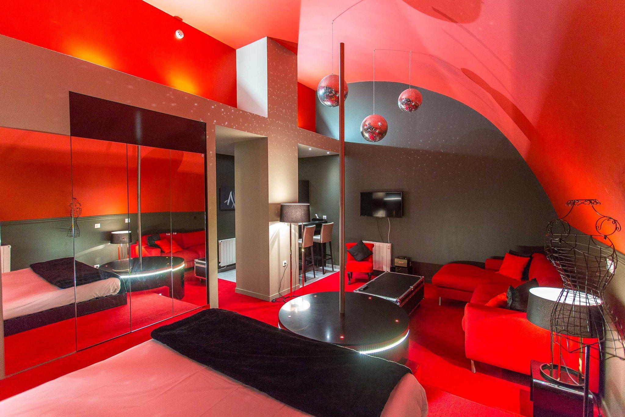 Suite Avec Baignoire Balneo Type Spa Privatif En Centre Ville D